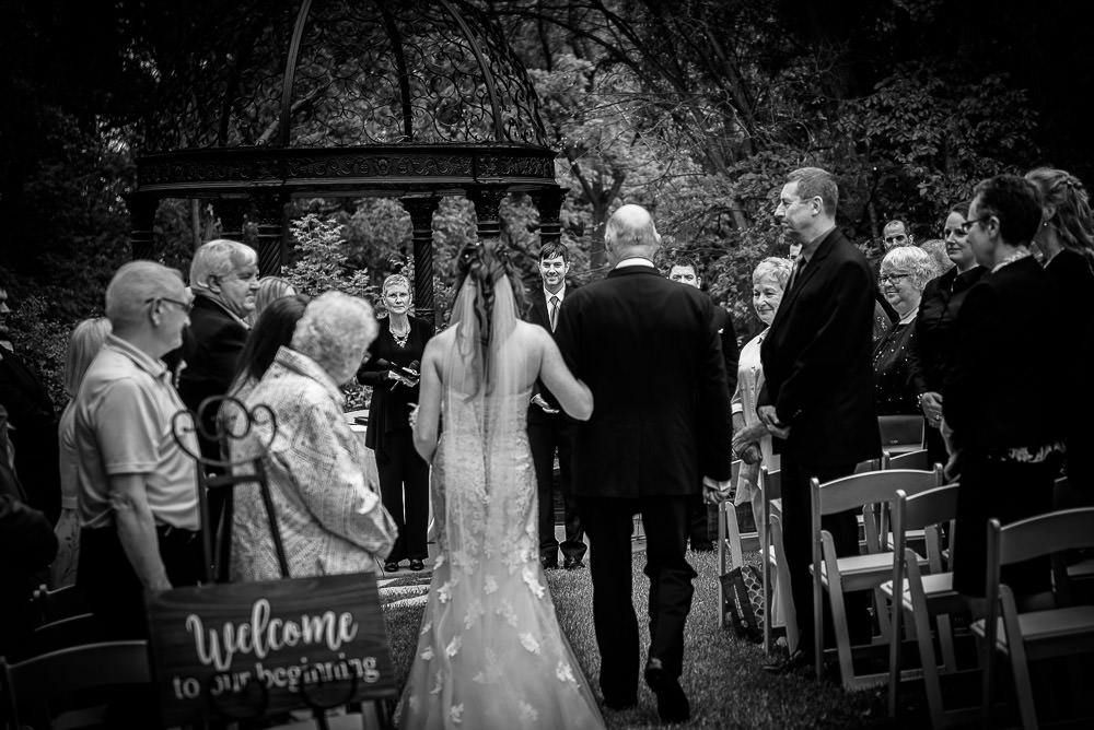 wedding ceremony at the elmhurst inn