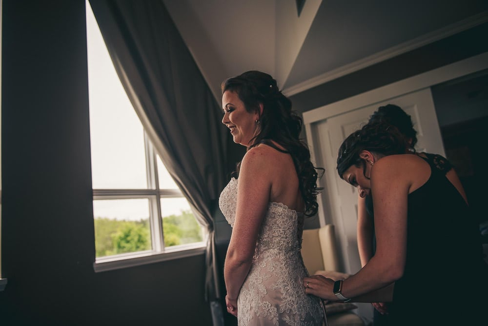 bride getting ready for wedding at Elmhurst Inn