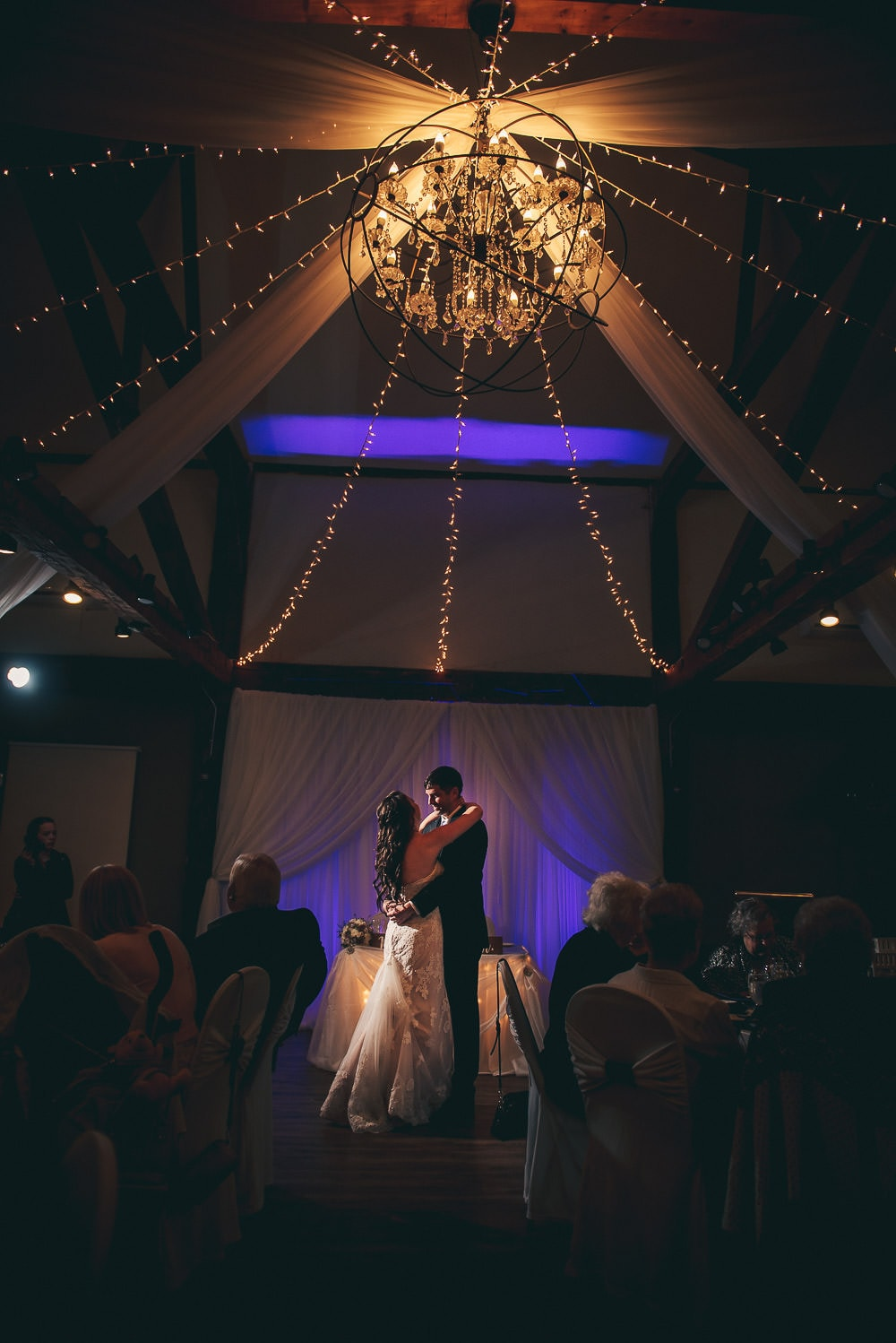 first dance wedding photo at the elmhurst inn